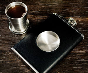 collapsible-shot-glass-flask
