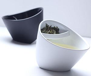 Tilting Tea-Strainer Cup
