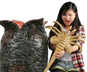 Alien Egg with Facehugger Toy
